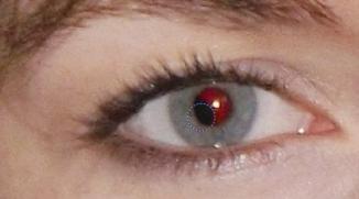 赤目の修正について