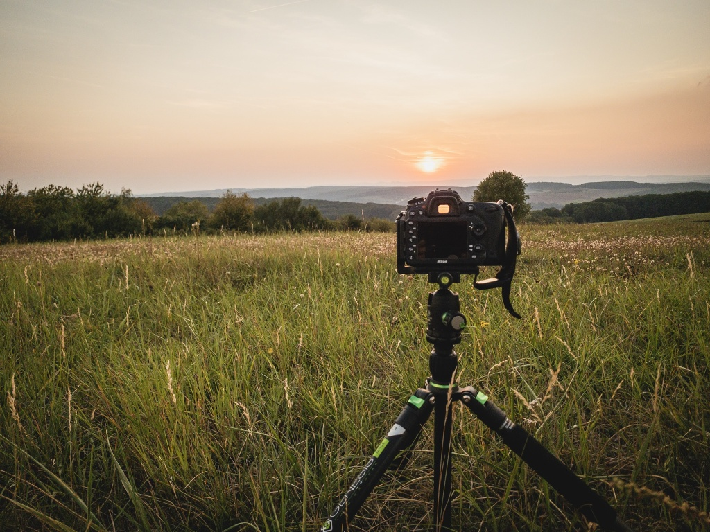 How Does a Landscape's Light Change During One Day? - setting gear up