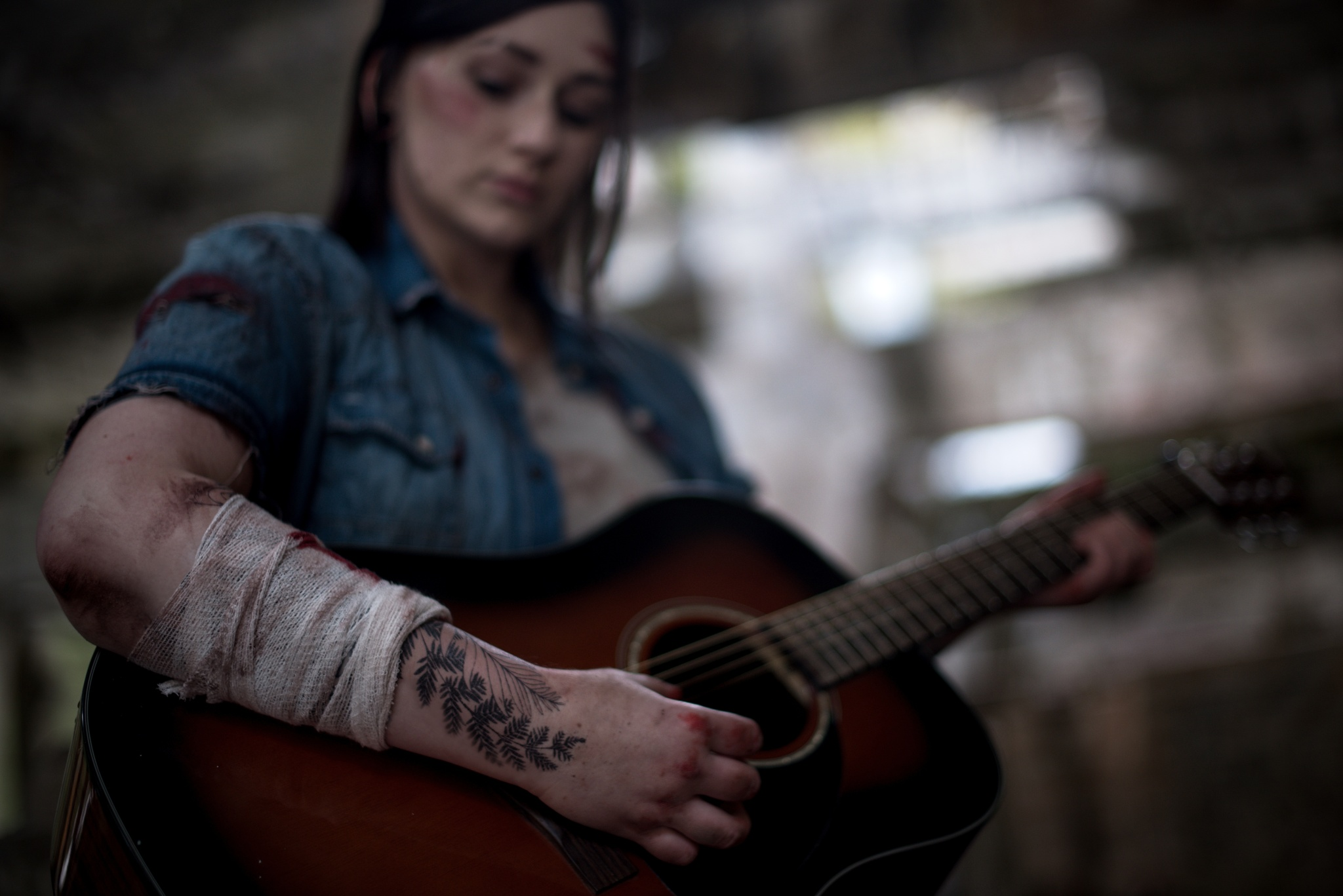 How to Photograph a Cosplay - Ellie cosplay, tattoo and guitar